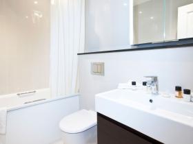 402---three-bedroom---bathroom-1